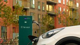 PRESSEMEDDELELSE Clever vil give aalborgenserne flere ladepunkter til elbiler