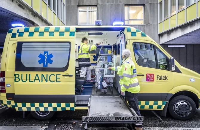 """PRESSEMEDDELELSE Falck saetter """"bloednings kit"""" i alle sine ambulancer"""
