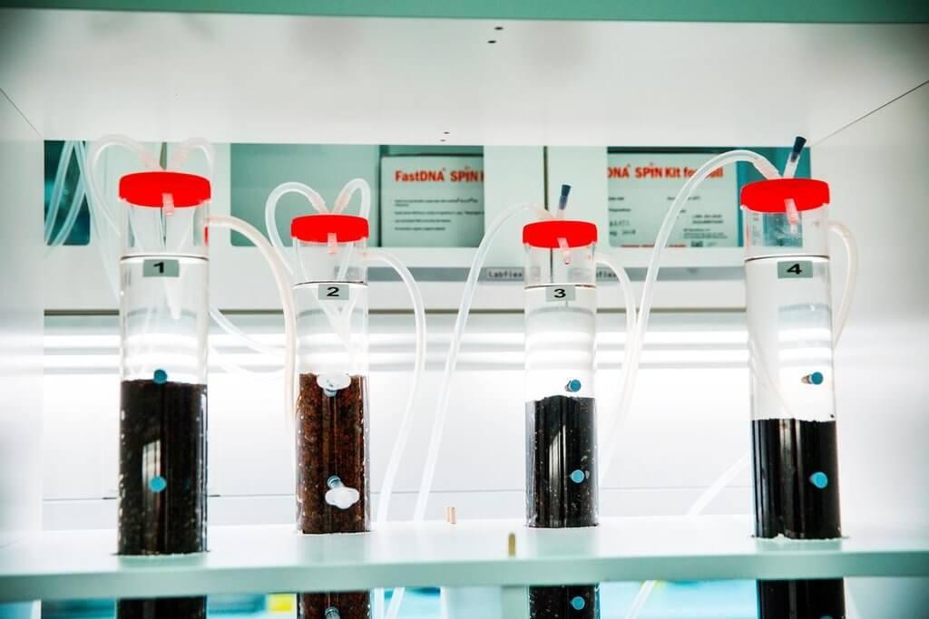 PRESSEMEDDELELSE Ny bioteknologi skal bekaempe forurenet drikkevand med vandvaerkets bakterier