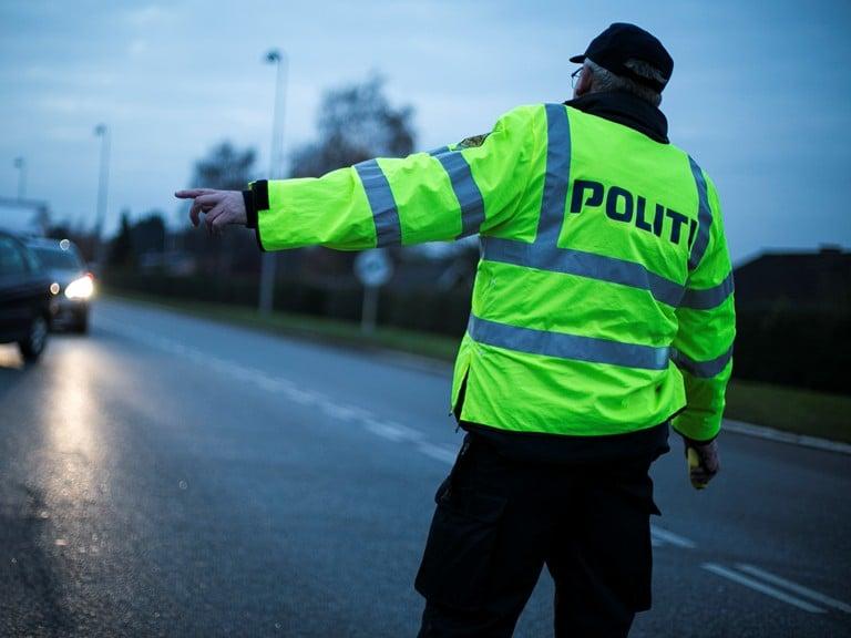 Pressemeddelelse Raadet for Sikker Trafik Saa mange koerer bil naar de har drukket