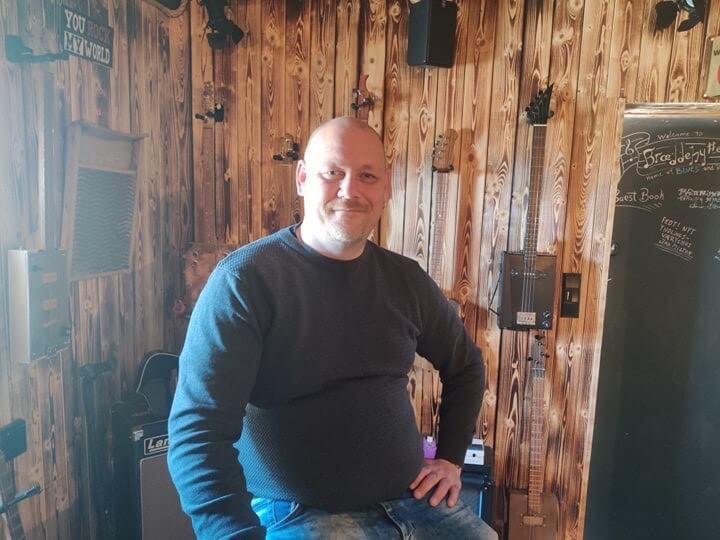 PRESSEMEDDELELSE Brian arrangerer stoettekoncert for at hjaelpe udsatte boern og voksne