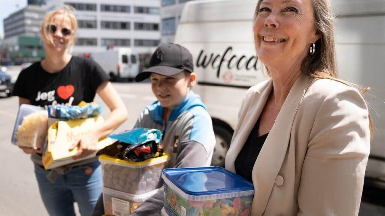 PRESSEMEDDELELSE Efter nedlukning Nordisk Film Biografer donerer overskudsslik til madspildsbutikker