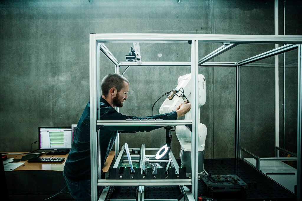 PRESSEMEDDELELSE Robotter kan genstarte dansk produktion