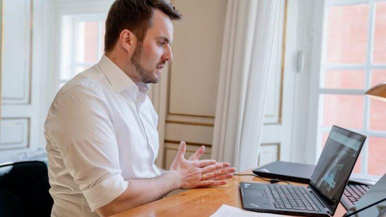 PRESSEMEDDELELSE Regeringen vil forlaenge virksomheders mulighed for digitale generalforsamlinger