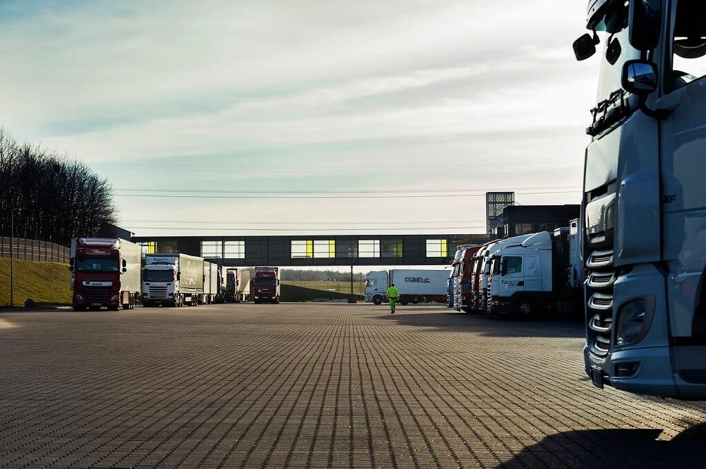 PRESSEMEDDELELSE Salling Group aabner nye broedterminaler i Taulov og Taastrup og soeger op mod 100 nye kollegaer