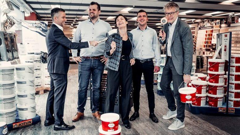 PRESSEMEDDELELSE 3 loever fra Loevens Hule investerer 2700000 kroner i malevirksomheden DecoFarver ApS