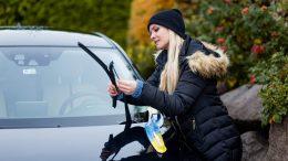 PRESSEMEDDELELSE Frosten er haard ved bilen saa faa her tre tips til bilpleje i kulden